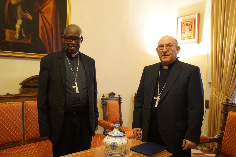 17.02.14 - Mons Casimiro con mons Servilien Nzakamvita